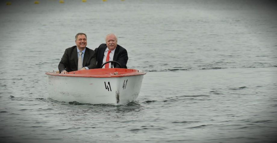 Bürgermeister Michael Häupl und der Präsident der Wiener Wirtschaftskammer Walter Ruck drehen eine Bootsrunde in der Alten Donau